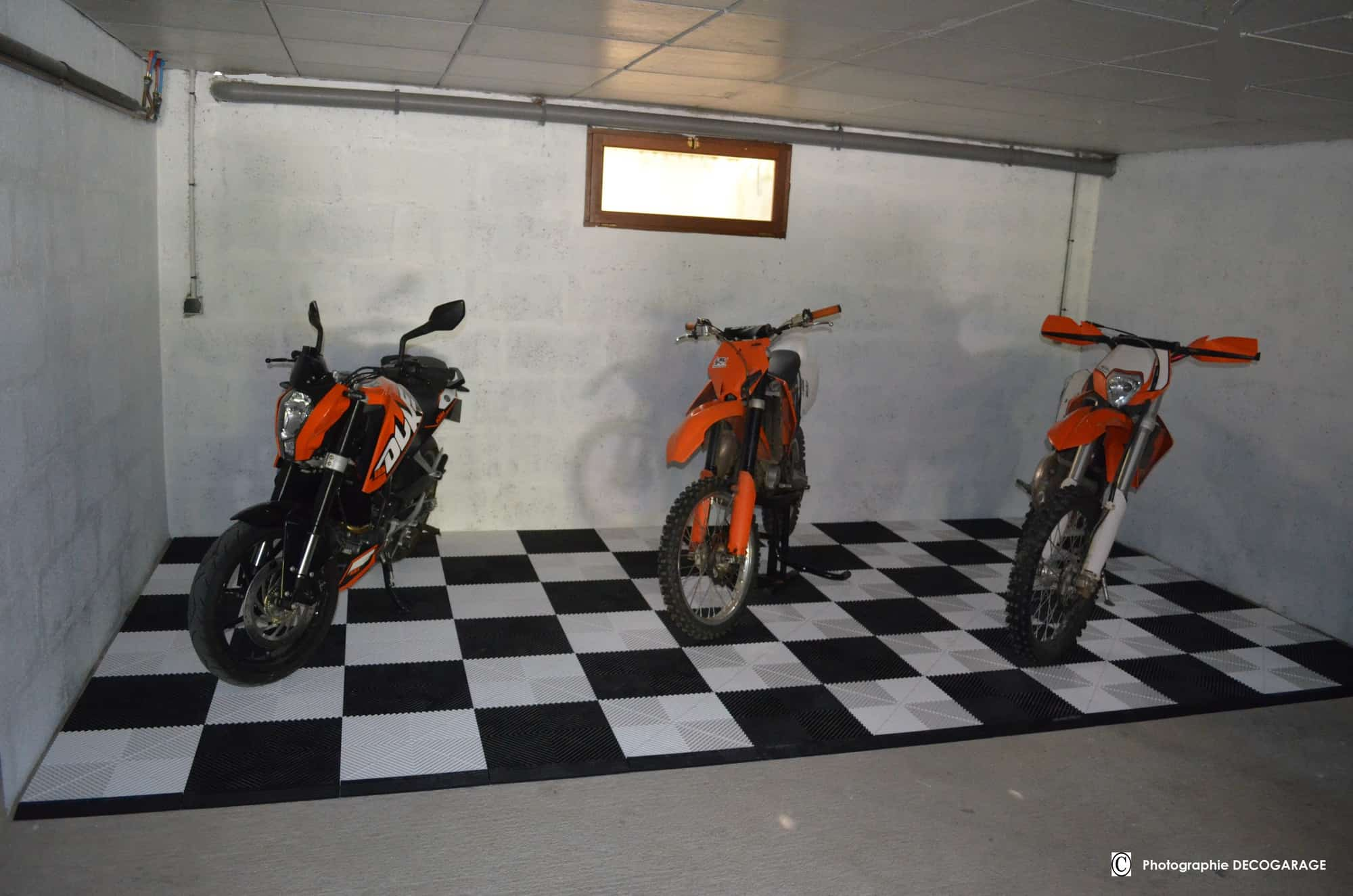 Dalle de sol pour garage moto ou atelier mecanique for Garage moto courbevoie