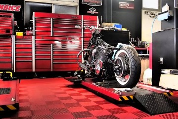 Dalle de sol pour moto