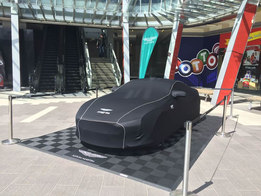podium exposition voiture