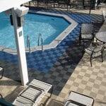 une dalle de sol pour piscine moderne