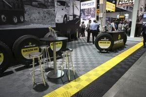 Dalles pour stand automobile