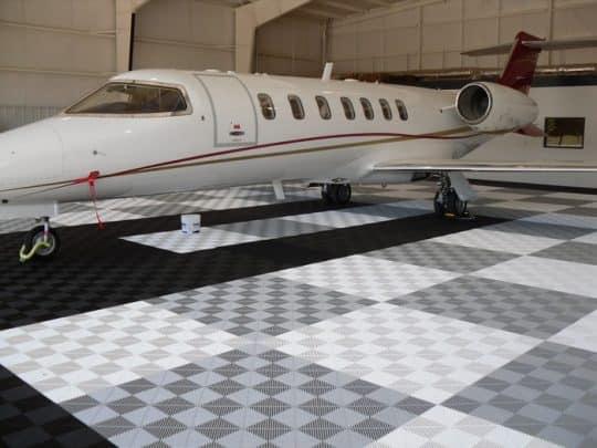 dalle-de-sol-hangar-avion